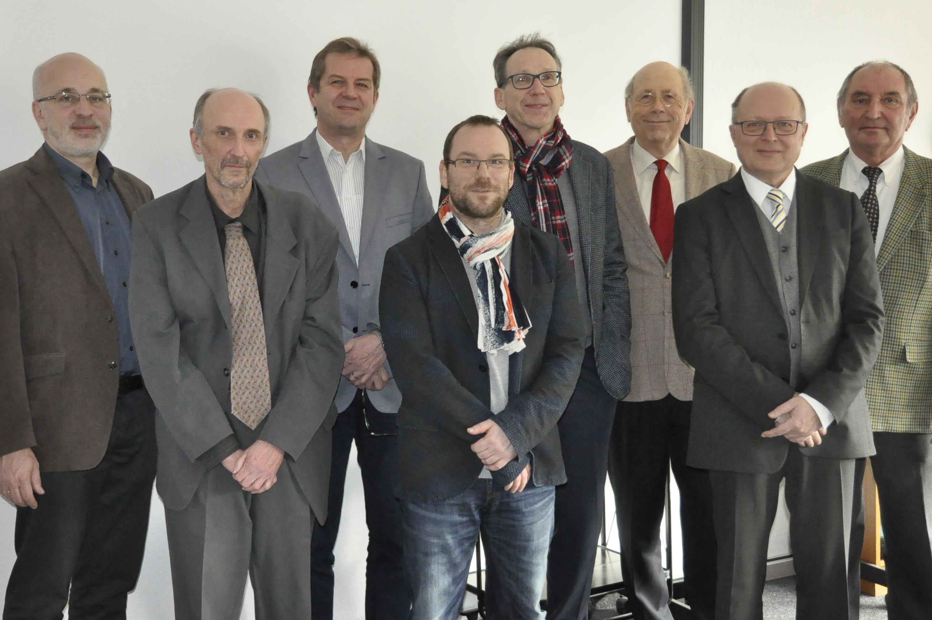 Bildunterschrift: Die Teilnehmer der konstituierenden Sitzung des Wissenschaftlichen Beirats (v.l.n.r.): die Professoren Müller-Christ, Bügner, Wrede, Markgraf, Mühlemeier, Müller-Hedrich, Frohberg, Huber.