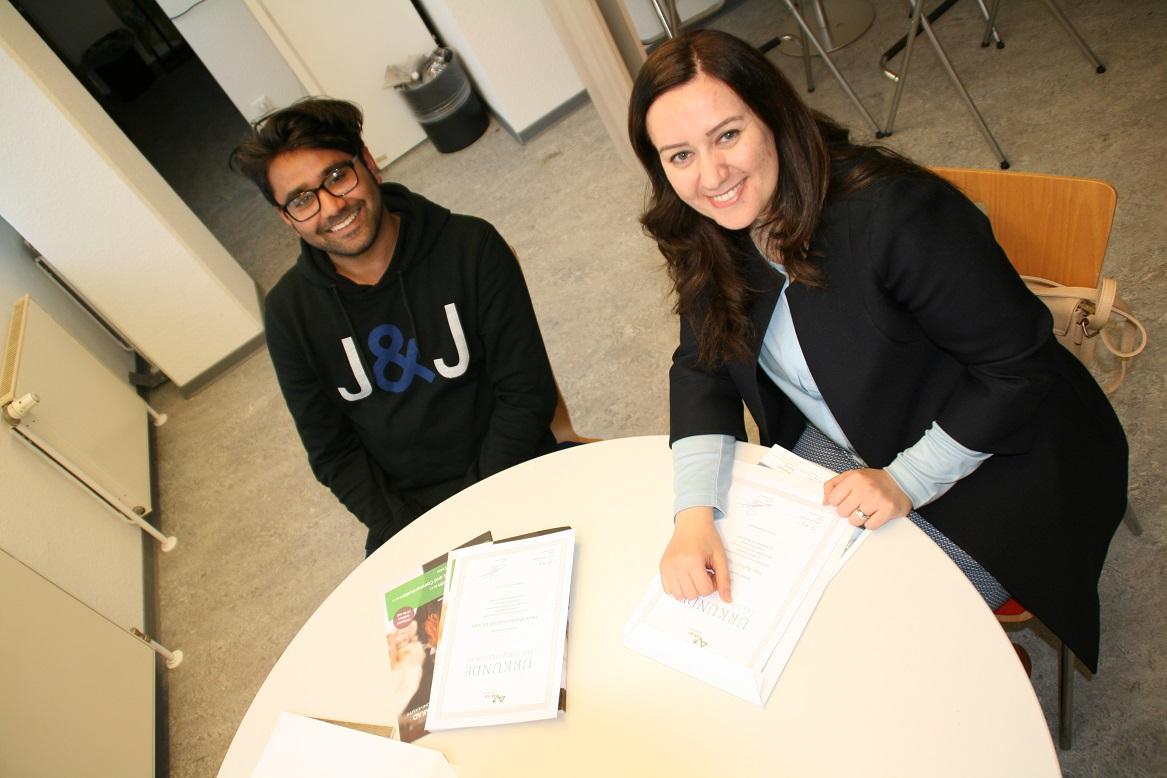 Bisher bevorzugen sie noch ein Interview auf Englisch – aber beide haben schon die ersten Deutschkurse hinter sich und arbeiten an fließenden Sprachkenntnissen.