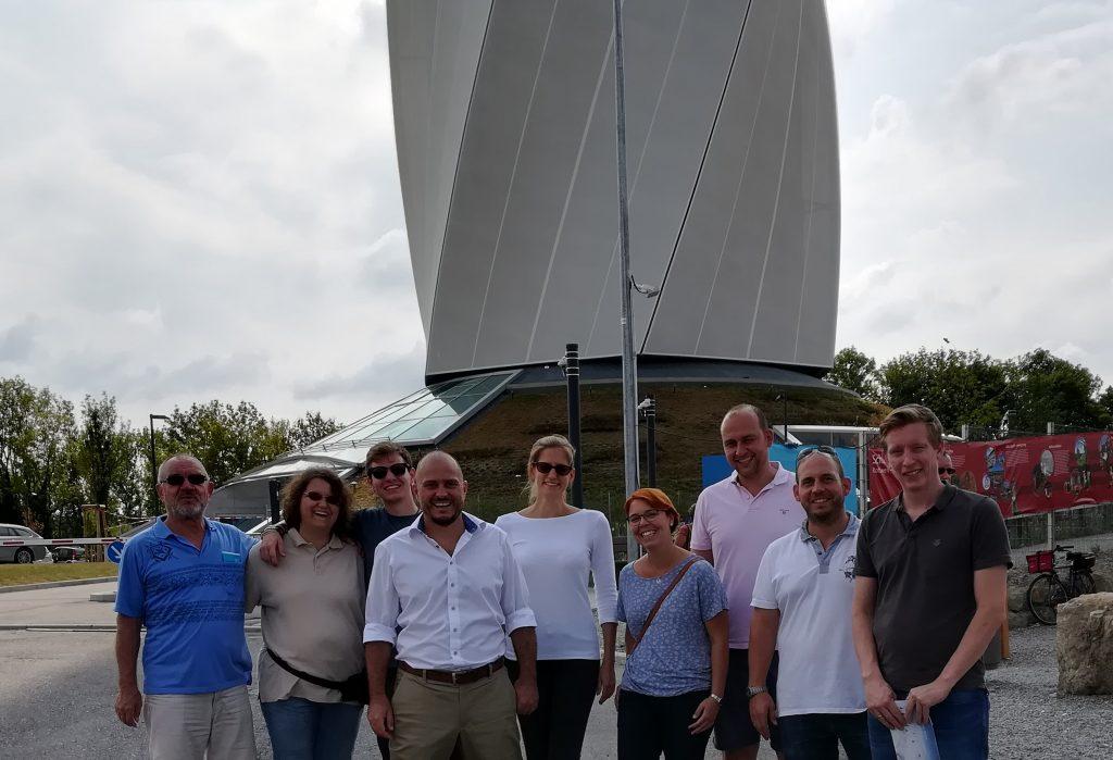 Die AKAD-Connect-Gruppe vor dem thyssenkrupp-Testturm