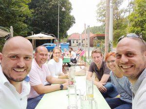 Die AKAD-Connect-Gruppe nach dem Besuch des Testturms.